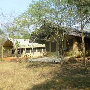 bush-camp-kachel01